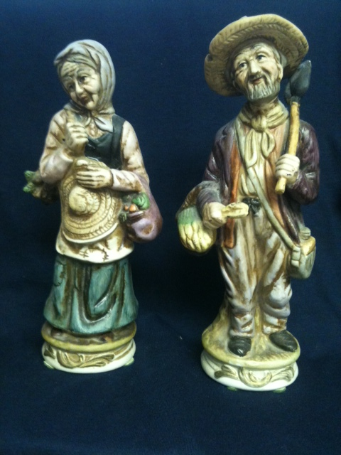 Old Farming Couple (Set of 2 figurines)